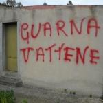 SPAZZATURA E SCRITTE OFFENSIVE PER IL SINDACO GUARNA